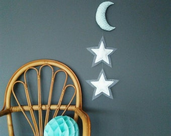 Suspension, Garland of sweetness: Moon and stars. Moon Mint silver pea and white stars to glitter decoration so cute.