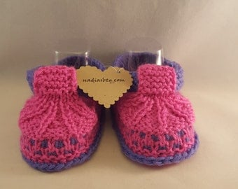Purple and Pink knitted baby booties, New Baby Gift, Newborn Gift, New Baby Hat And Booties Set, Pregnancy Reveal Set, Knit Baby booties