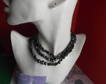 Long necklace in Hematite