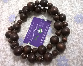Long necklace with wooden beads