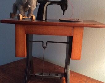 Byer's Choice Santa's Workshop ewing Machine