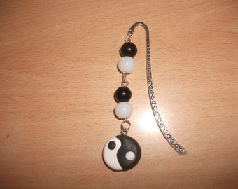 Bookmark with a ying yang and its pearls