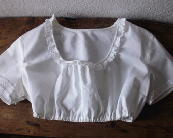 White short Dirndl blouse made of pure cotton.