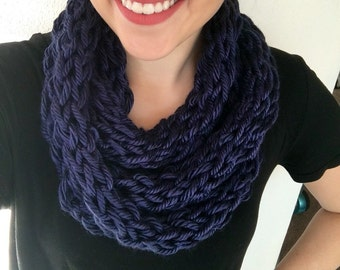 Blue scarf, infinity scarf, knit scarf, finger knit scarf, womens scarf, winter scarf, knit infinity scarf, navy scarf, crochet scarf