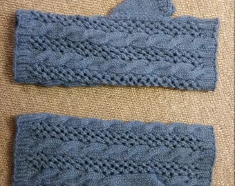 Cable and lace fingerless mitts