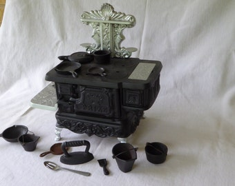 "Vintage Ornate Cast Iron Toy or Salesman's Sample Stove, ""PRIZE"", w/ accessories"