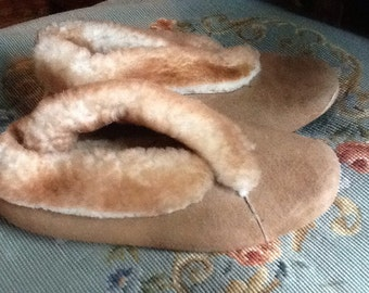 Vintage womens sheep skin winter slippers size 9-10