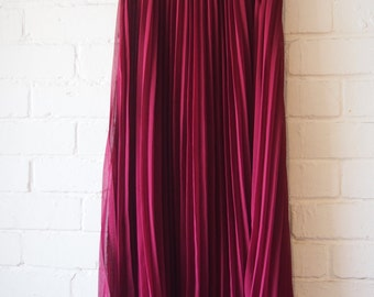 Full length pleated skirt maroon with lining