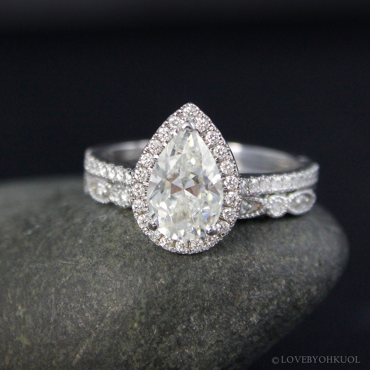 Forever e White Gold Vintage Pear Cut Moissanite Halo