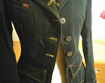 Fitted dark denim jacket.