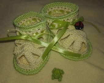 Crochet baby slippers, baby boy and girl, first shoes, booties, shoes, yellow, ladybug, 0-3 months, baby shower gift
