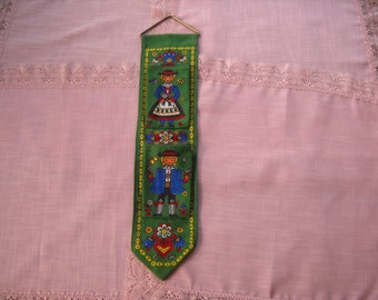 Pennsylvania Dutch Wall Hanging with Pockets