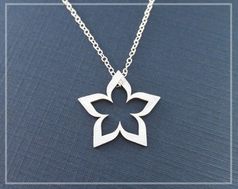 Garden Flower Necklace Sterling Silver Dainty Flower Necklace 18mm Wide