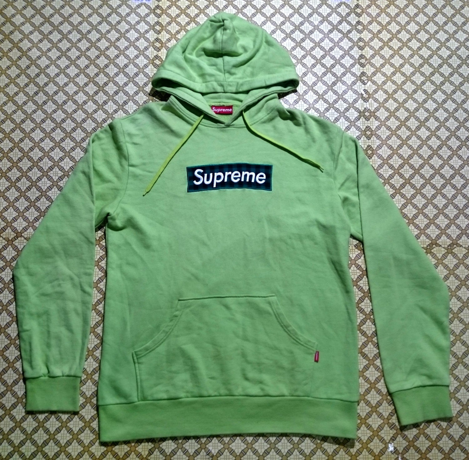 Vintage supreme hoodie green logo box made in Canada