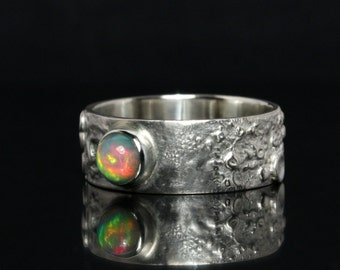 Opal ring -- Wide, artistic ring out of Sterling Silver -- Ooak goldsmithing ring / silverring