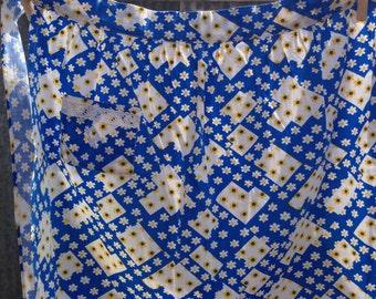 Blue yellow & white daisy print apron