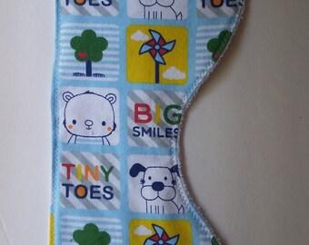 Tiny toes burp cloth