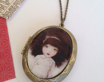 ANTIQUE VINTAGE LOCKET
