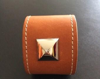 Beautifully made Leathercuff bracelet