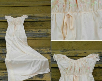 Lorrane Peach Embroidered Rose Vintage Nylon Nightgown 1970s