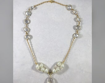 Reclaimed pearl necklace