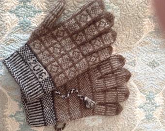 Twined Knitted gloves in Shetland yarn. Sanquhar pattern.