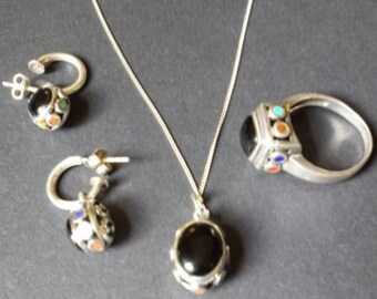 Very unique vintage necklace, earring and ring set.