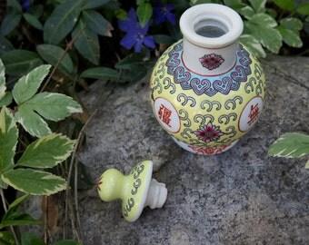 Vintage Chinese Urn