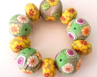 10 polymer clay beads, Summerflowers, yellow, green, Brown Hawaiblume floral flower, Summerbead