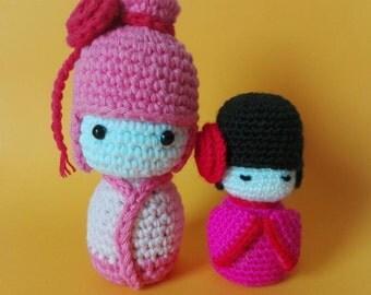 Kokeshi knitted little dolls. Muñecas kokeshi en crochet.