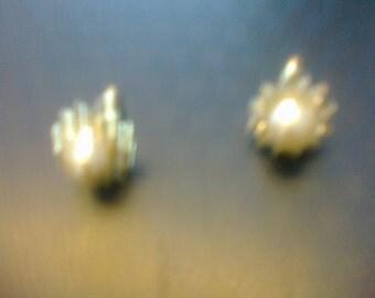 vintage focal pearl earring