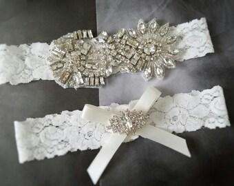 Wedding garter, Bridal Garter Set - Vintage Crystal Off White Lace Wedding Garter Set