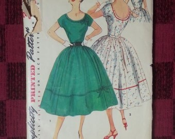 Simplicity Pattern 4637 - 1950's Vintage Junior & Misses One Piece Dress