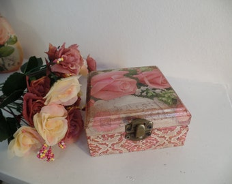 Shabby Chic Beautiful  box. Vintage style. Handcrafted