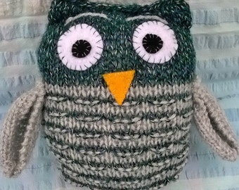 Handmade soft toy : knitted owl