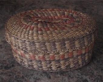 Vintage Native Canadian Iroquois Sweet Grass Basket