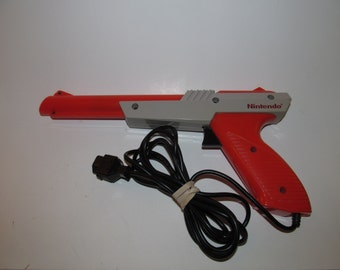 Nintendo NES Zapper Light Gun Official Original Orange OEM, Tested & Works!