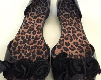 Black leopard print sandals
