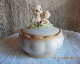 Ceramic Trinket Box ~ Two Kitties on Lid ~ 1984