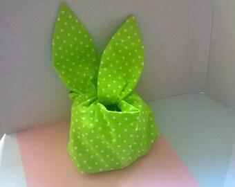 "Beautician ""bunny ears"""