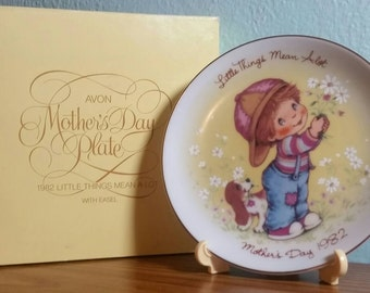 SALE!!! Vintage Avon Mothers Day Plate 1982