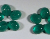 24 pcs. vintage glass chrysoprase green marbled cabochons 10x8mm - f1605