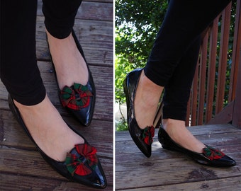 Holiday PLAID 1980's Vintage Black Shiny Patent Flats with Big Red + Green Bows // size 10 M // by Mootsies Tootsies
