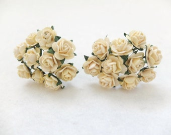 20 Mulberry creamy yellow roses (15mm)