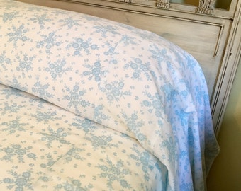 Soft Sweet Full Cotton Plisse Bedcover -  Farmhouse Fresh - Cottage Chic - Petite Blue Floral Bedding - Vintage Bedding - Full Bedspread