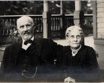 vintage photo 1909 Mr & Mrs Dale Illinois Older Couple RPPC