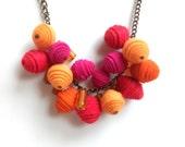 Spring racimo felt necklace