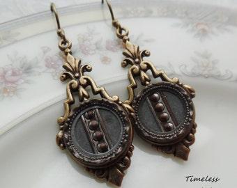 Antique Button Earrings, Bibliofilia