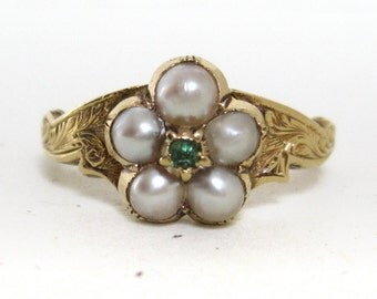 Pearl and Emerald Early Victorian Ring with Hand Engraving in 18K Gold - A Flowerhead or Cluster Ring