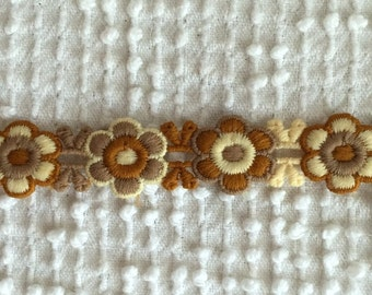 Vintage Applique Venise Trim - 1 yard of Daisies in Great Fall Colors - cream, tan and ginger - Use as trim or individual flowers